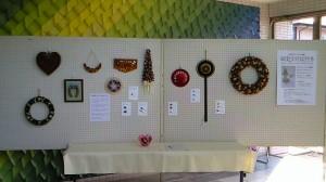 木の実とスパイスのクラフト作品展示