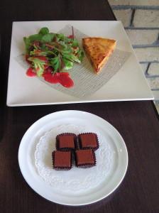 ふじゅうさんのキッシュと苺ソースのサラダ